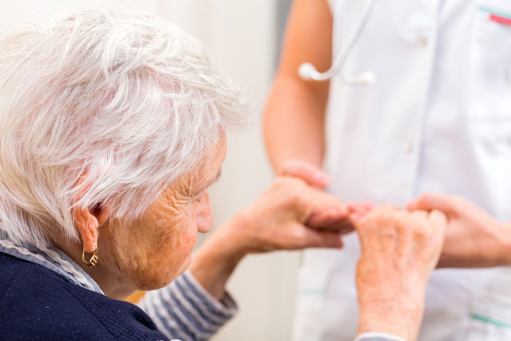 the risk of memory loss experienced by patients with alzheimers disease Alzheimer's disease (ad) is an age-related, non-reversible brain disorder that develops over a period of years initially, people experience memory loss and confusion, which may be mistaken for the kinds of memory changes.