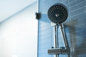 Yazın Serinlemek İçin Duş, Soğuk mu yoksa Sıcak mı Olmalı?