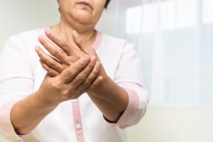 Yaşlı Başlangıçlı Romatoid Artritin Genç Başlangıçlı RA ile Karşılaştırılması