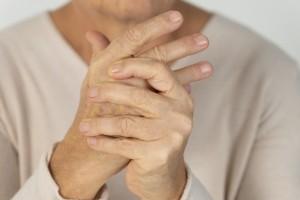 Romatizmal Hastalığı Olan Hastalar, COVID-19 Izolasyon Önlemlerine Daha Sıkı Bağlı Kalıyor