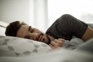 Bugün Nasıl Uyuduğumuz Alzheimer Hastalığının Ne Zaman Başlayacağını Tahmin Etmemizi Sağlayabilir mi?