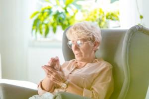 COVID-19 Pandemisinde Yetişkin Hastalarda Romatizmal Hastalığın Yönetimi