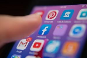 Sosyal Medya Kullanımı Depresyona Yakalanma Riskini Arttırabilir Mi?