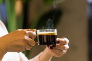 Kafeinsiz Kahve, Kafeine Duyarlı Kişiler İçin Bir Alternatif Olabilir Mi?