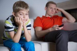 Elektronik Medya Cihazları Ebeveynlerle Çocukların İletişim Kurmasına Engel Oluyor